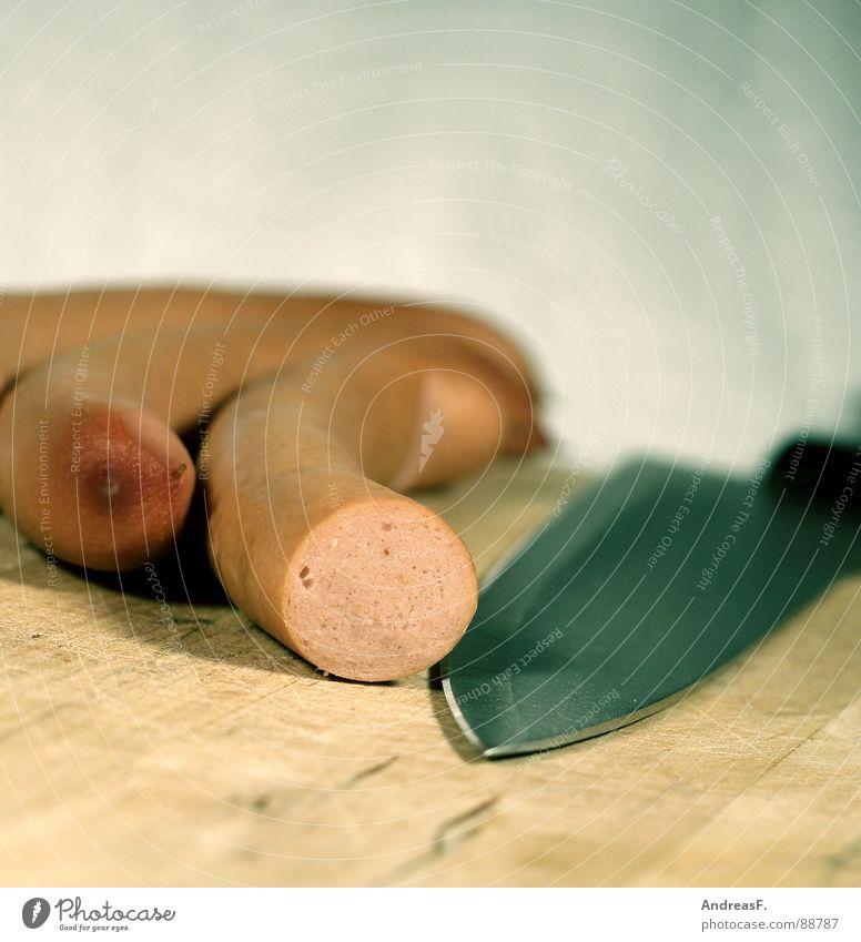 Bratmaxe kochen & garen geschnitten abschneiden Wurstwaren Fleisch Schneidebrett Würstchen Küche Messer Kochmesser Haarschnitt bockwurst Ernährung