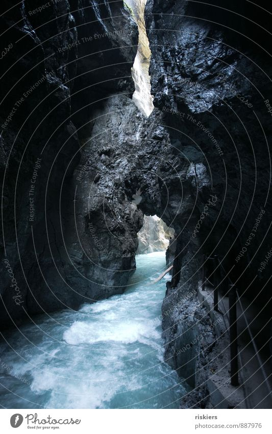 berauschend ii Natur ruhig dunkel kalt Umwelt Felsen Idylle geheimnisvoll Fluss Alpen Bach fließen Schlucht Rauschen