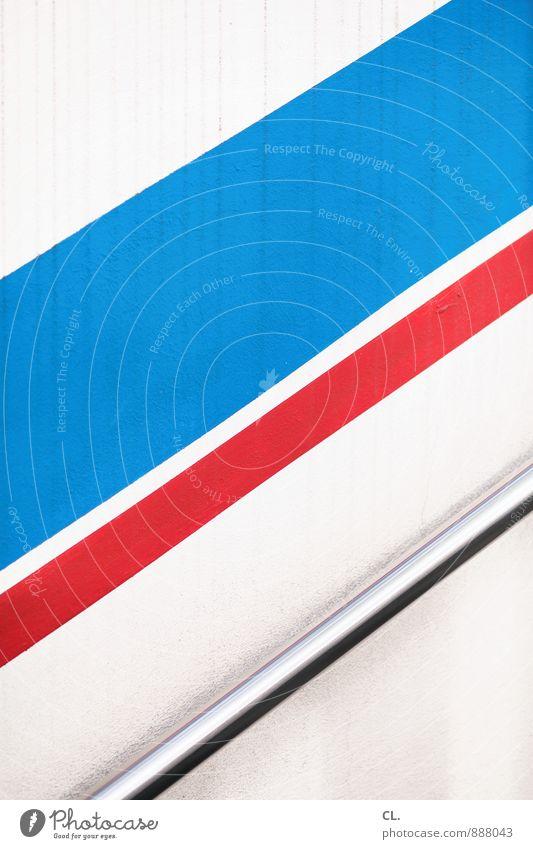 blau rot weiß Mauer Wand Treppe Stab Linie Streifen eckig einfach Fortschritt Optimismus Wachstum aufwärts graphisch Treppenhaus Farbfoto abstrakt Muster