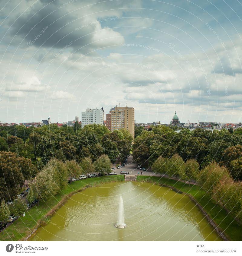 Grünes Wohnzimmer Himmel Stadt grün Baum ruhig Umwelt Architektur Gebäude See Fassade Park Wohnung Wachstum Hochhaus Zukunft Wandel & Veränderung