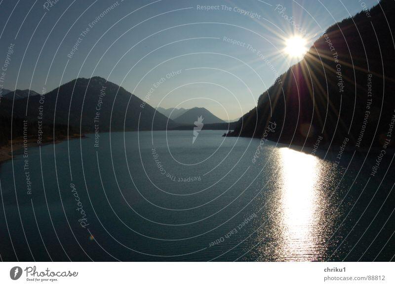 stau-am-see_2 Wasser Himmel Sonne blau ruhig Ferne dunkel Erholung Berge u. Gebirge See glänzend nass Brücke Freizeit & Hobby Bayern