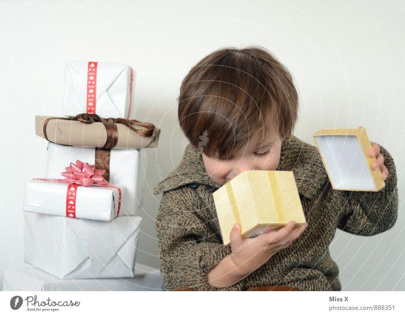 Nix drin?! Reichtum Freude Glück Feste & Feiern Weihnachten & Advent Geburtstag Mensch Kind Kleinkind Mädchen Junge Kindheit 1 1-3 Jahre 3-8 Jahre Paket Lächeln