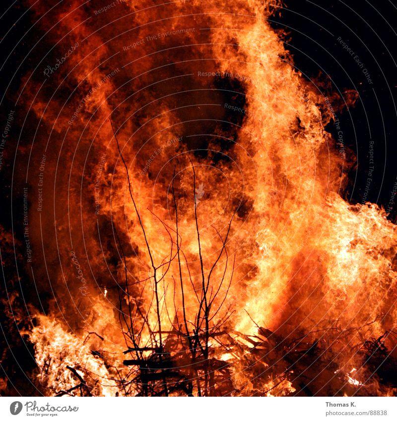 Advanced BBQ. Freude Holz Feste & Feiern Nebel Brand Rauch brennen Flamme Feuerwehr Feuerstelle Sommersonnenwende