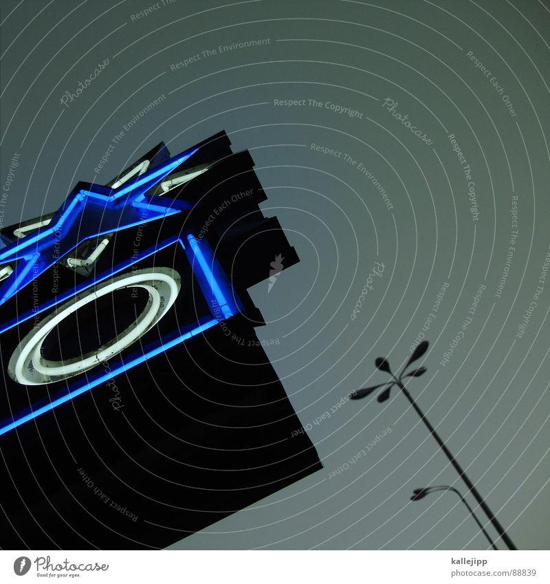 sternzeit Zukunft Hollywood Kino Traumschiff Laterne Lampe Straßenbeleuchtung dreidimensional werben Kinoprogramm Pankow Architektur future leuchtwerbung