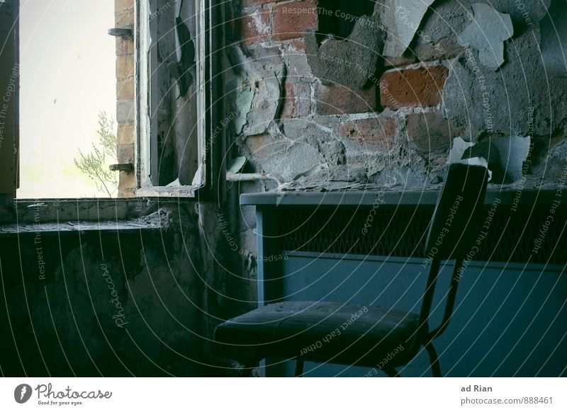 Restless Time II Stil Häusliches Leben Renovieren Umzug (Wohnungswechsel) einrichten Innenarchitektur Möbel Stuhl Tapete Raum Wohnzimmer alt dreckig Armut