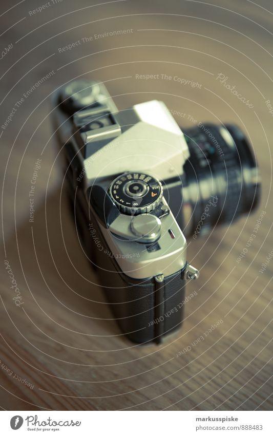 analog spiegelreflexkamera Stil Kunst Lifestyle elegant Büro Design beobachten Fotografie Lebensfreude retro Abenteuer Beruf Fotokamera entdecken trendy