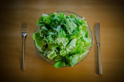 vegetarisch grün Gesundheit Lebensmittel frisch Ernährung Gemüse Bioprodukte Geschirr Schalen & Schüsseln Messer Diät Fasten Salat Salatbeilage