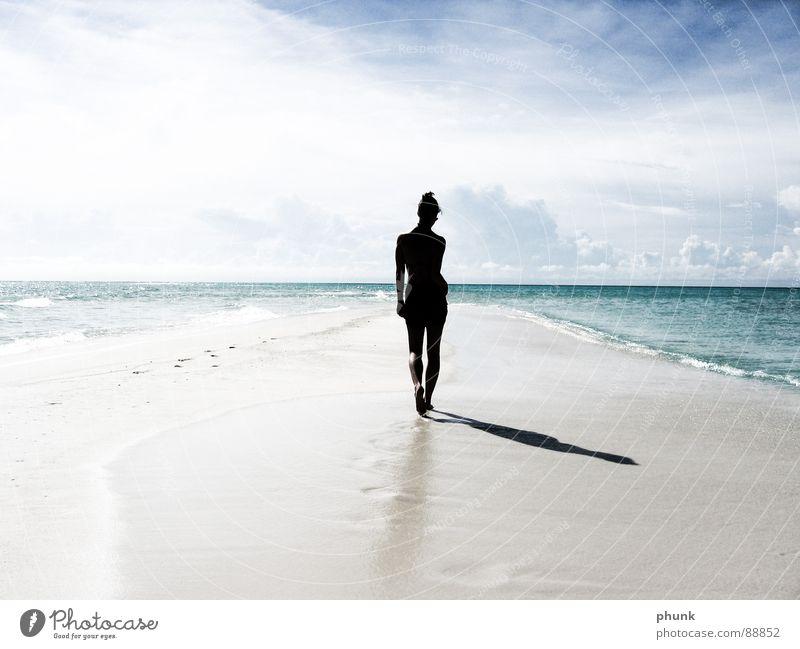 ende der welt. Strand Meer Ferien & Urlaub & Reisen Frau springen hüpfen Bikini Malediven Indien schön Riff Lagune Landzunge Meerstraße Silhouette Gegenlicht