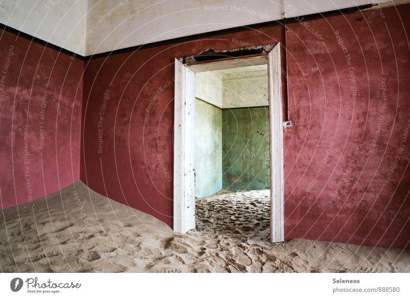 rot/grün Ferien & Urlaub & Reisen Tourismus Ausflug Sightseeing Safari Ruine Bauwerk Gebäude Architektur Mauer Wand Tür Sehnsucht Sand Wüste Farbfoto