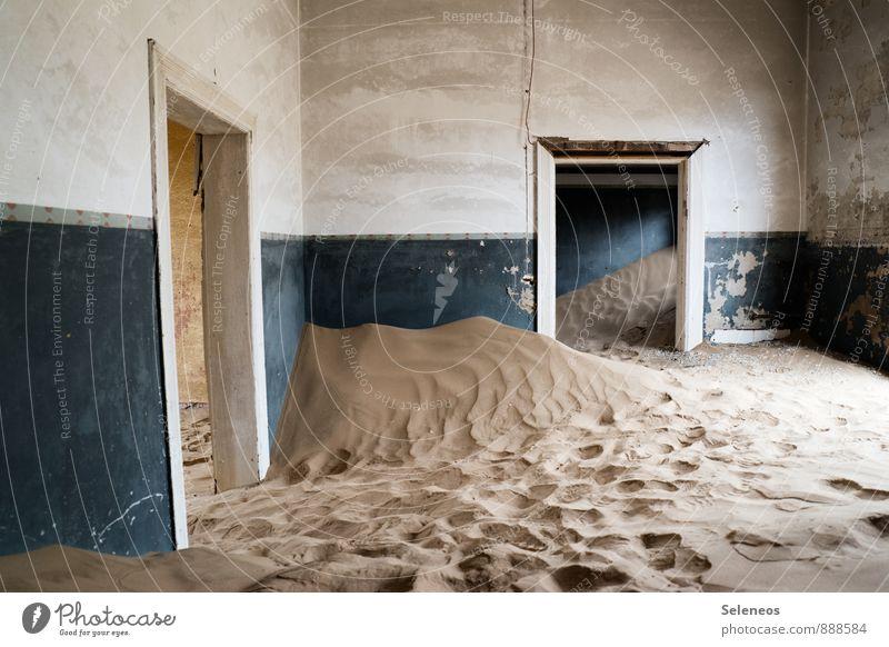 und ich sag noch, mach die Tür zu Ferien & Urlaub & Reisen alt Sommer Haus Ferne Wand Mauer Sand Fassade Tourismus Ausflug Abenteuer verfallen Wüste gruselig