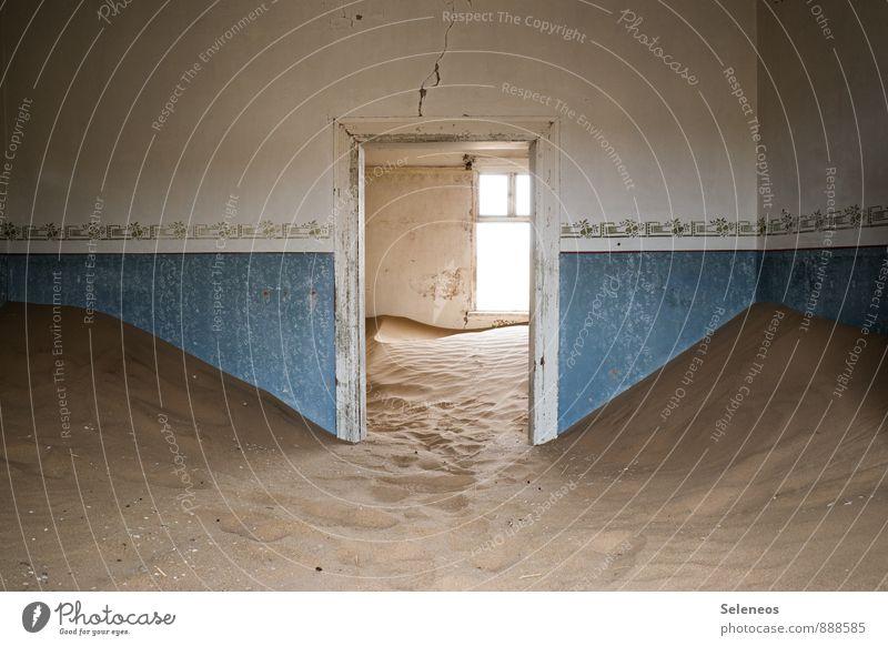 Wer kehrt? Ferien & Urlaub & Reisen Tourismus Ausflug Abenteuer Ferne Wüste Haus Mauer Wand Raum Türrahmen Sand Stimmung Einsamkeit Ewigkeit ruhig Namibia