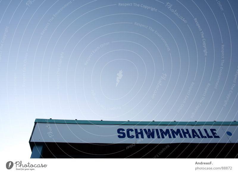 Schwimmhalle II Dach Cottbus Schwimmbad Wassersport tauchen Bademeister verfallen Sport Spielen Bewegung Lagerhalle Himmel Schwimmen & Baden