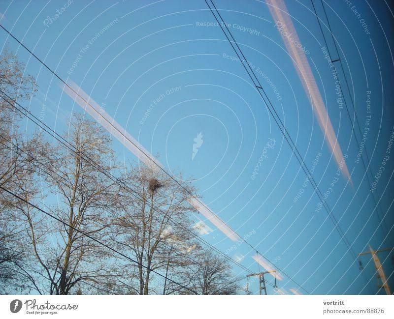 luftzug Himmel Baum Fenster Eisenbahn Geschwindigkeit Industrie Elektrizität fahren Strommast Leitung