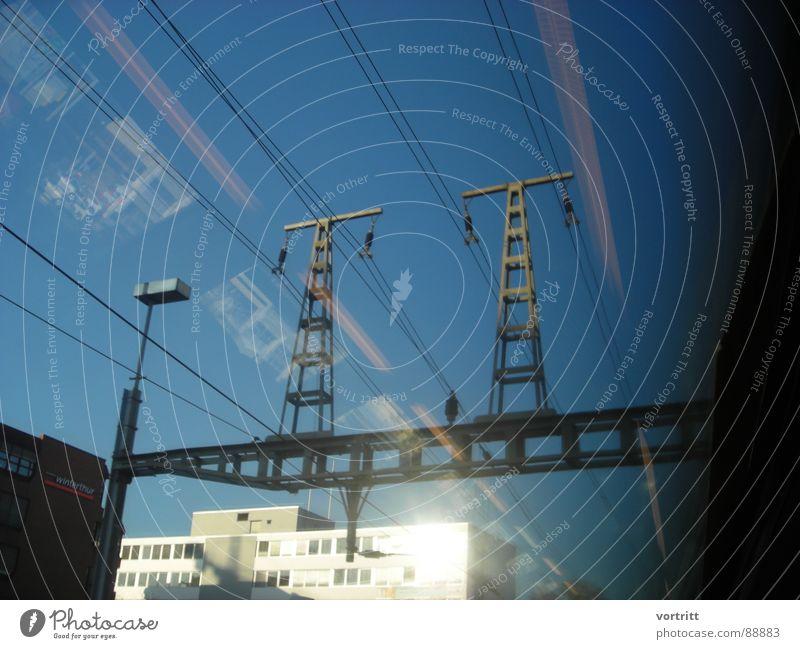 luftzug II Stadt Fenster Luft Eisenbahn Geschwindigkeit Industrie Elektrizität Tunnel Strommast Verkehrsmittel