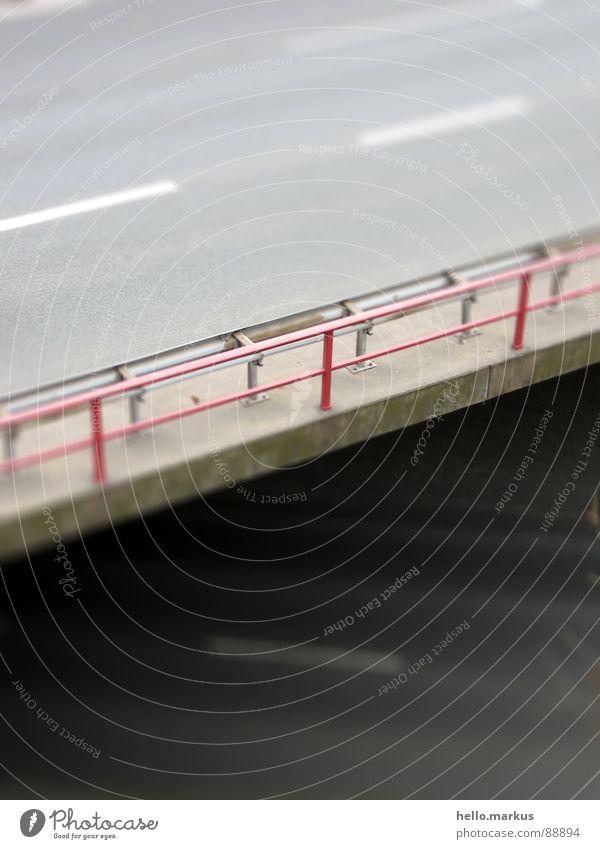 Leitplanke rot Straße grau klein Brücke Asphalt Autobahn Verkehrswege Geländer Miniatur Modellbau Tilt-Shift Modellbaulandschaft