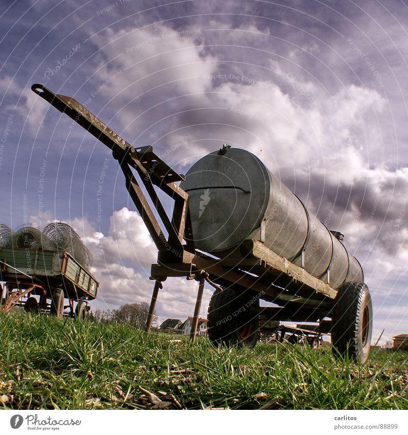 Güllekanone grün Wiese Gras Güterverkehr & Logistik Landwirtschaft Bauernhof Weide Trennung Ackerbau sinnlos Schrott Gefolgsleute Scheidung losgelöst Kündigung