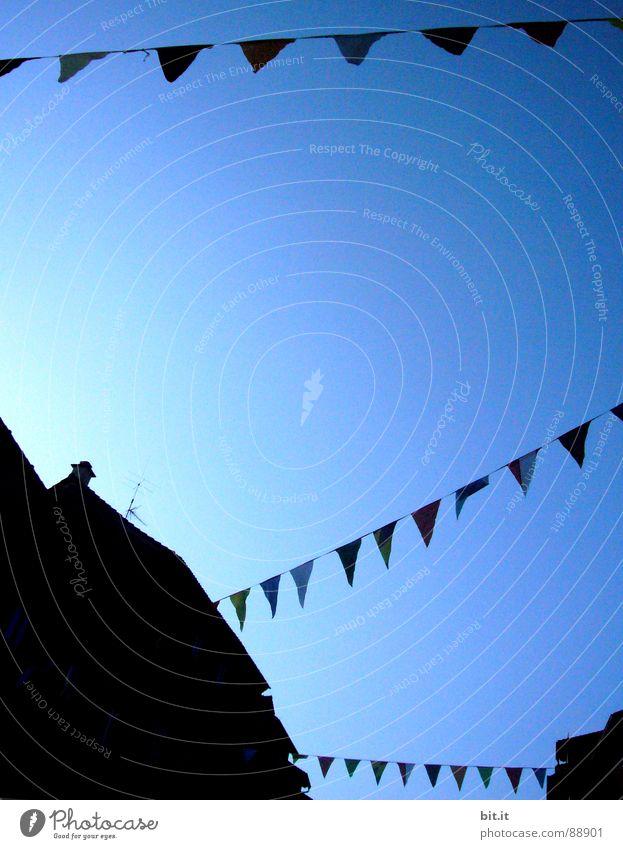 gespannt wie ein  ZETT Fahne Himmel Windseite Windböe Sturm Orkan Wetterhahn Nordlicht Nordrhein-Westfalen Windfahne Windmesser Lee Aerodynamik Öse Paradies
