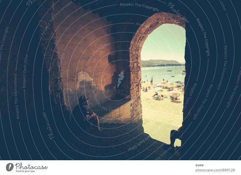 Geduld | im Schatten warten Mensch Ferien & Urlaub & Reisen Jugendliche Mann alt Stadt Junger Mann Strand Erwachsene Architektur Gebäude Stil Idylle Tourismus
