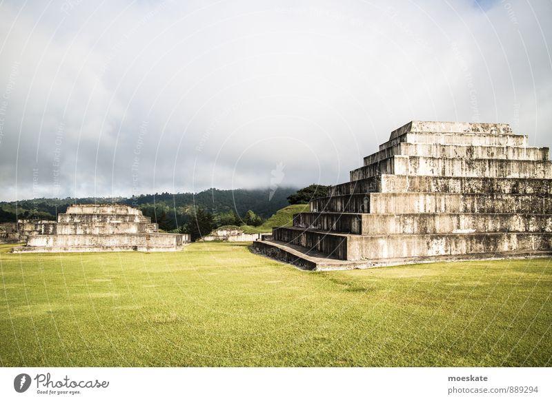 Ruinas De Zaculeu Huehuetenango Guatemala alt Wolken Sportrasen Ruine Pyramide Maya Tempelruine HueHuetenango