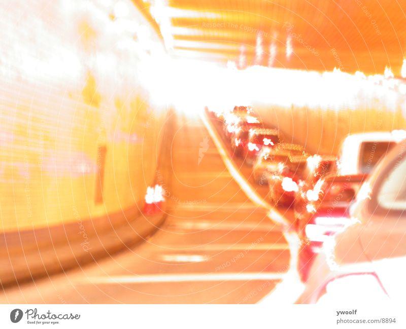 Lincoln Tunnel NYC New York City Nordamerika Straßenverkehr Verkehrsstau High Key Gegenlicht Zentralperspektive unterirdisch