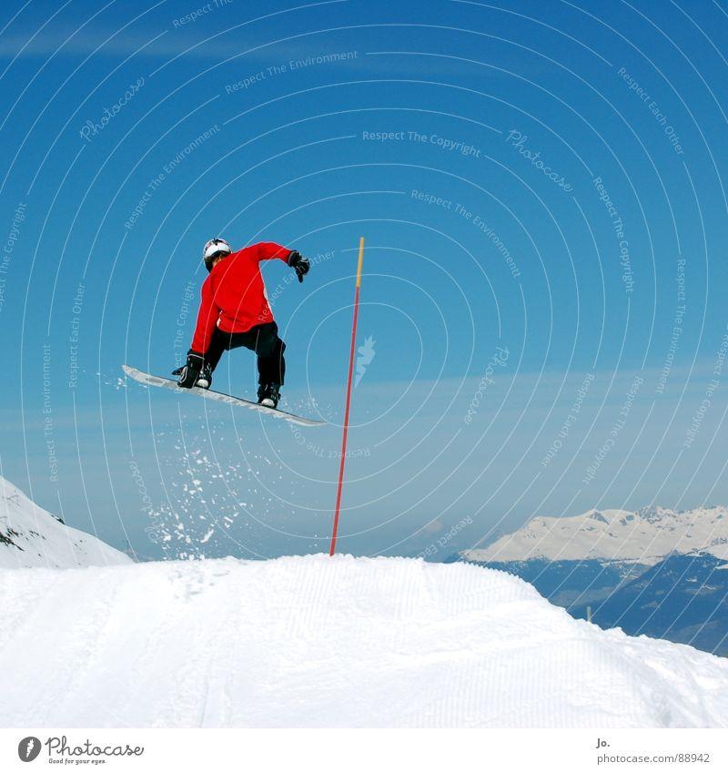 *hüpf* Himmel blau rot Berge u. Gebirge springen hoch Schönes Wetter berühren Alpen Schneebedeckte Gipfel Mut Frankreich Snowboard Stab Wintersport Freestyle