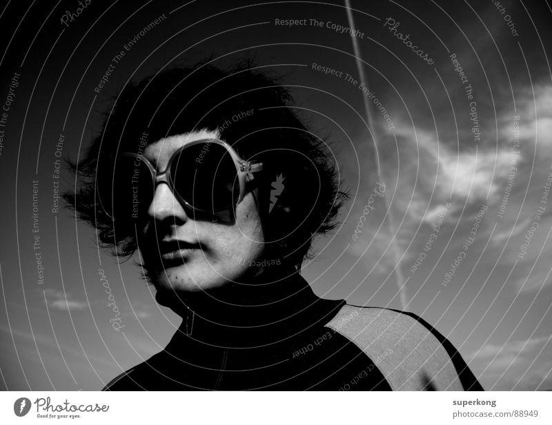 Amelie Jugendliche Erwachsene Design Lifestyle retro Sonnenbrille Accessoire Frauengesicht Junge Frau dunkelhaarig Frauenkopf 18-30 Jahre Designerbrille