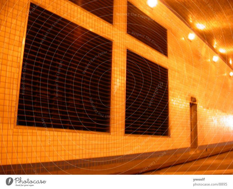 Wall In Lincoln Tunnel, New York unterirdisch Lüftung Lüftungsschlitz Lüftungsschacht Belüftung Menschenleer Kunstlicht Beleuchtung Zentralperspektive