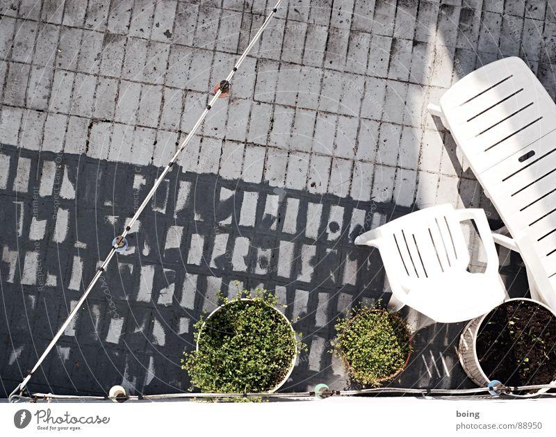 more than this Liege Lichterkette Campingstuhl Balkon Terrasse Gartenstuhl Gartenfest schlafen Halbschlaf ruhig Sommer Nachbar Sonne Schatten Würstchen