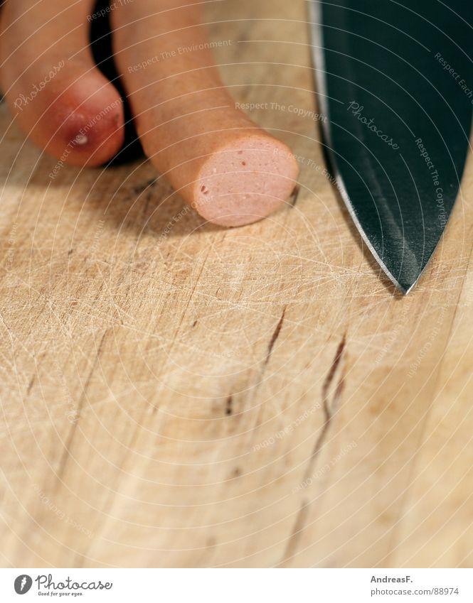 Es gibt Reis Baby. Ernährung Kochen & Garen & Backen Fleisch Messer Schneidebrett geschnitten Wurstwaren Haarschnitt Würstchen Mahlzeit zubereiten abschneiden