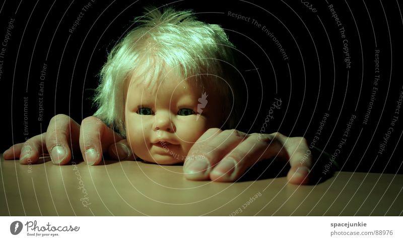 Big hands (2) Kind Hand Freude Gesicht lustig verrückt Tisch Klettern Spielzeug Puppe skurril Versteck