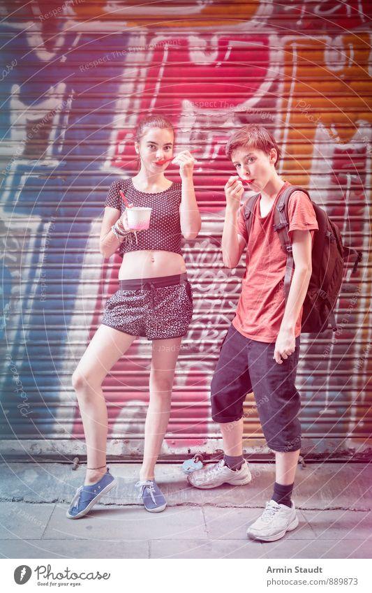 cooles Eis essen Mensch Frau Kind Ferien & Urlaub & Reisen Jugendliche Mann Freude Erwachsene Graffiti Gefühle feminin Essen maskulin Fassade Lifestyle