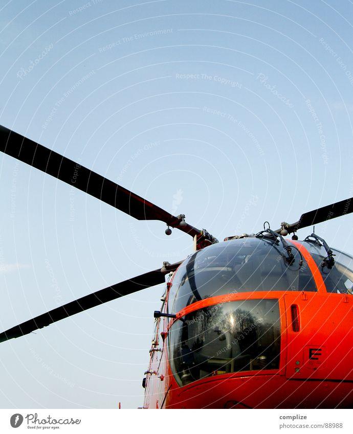 so´n flug zeug Himmel blau rot orange Flugzeug hoch Luftverkehr Technik & Technologie obskur Hubschrauber Fluggerät Windkraftanlage Rotor Elektrisches Gerät Notarzt Rettungshubschrauber