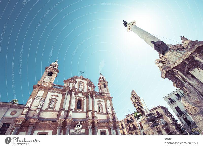 Hoch hinaus | bis zur Sonne Stadt alt Fenster Architektur Religion & Glaube Fassade Platz Kirche Vergänglichkeit Italien Kultur historisch Vergangenheit Bauwerk Wahrzeichen Denkmal