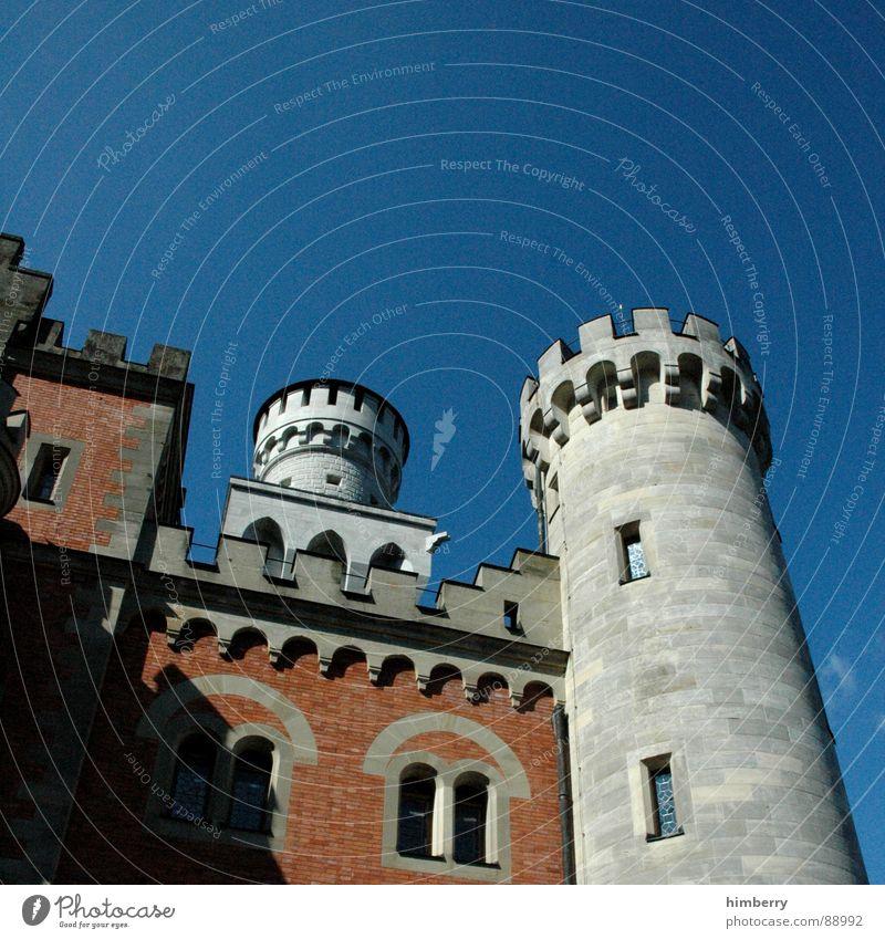 my home is my castle Neuschwanstein Palast Rückzug historisch Wahrzeichen Denkmal Deutschland Burg oder Schloss king prince palace Turm König mystery princess