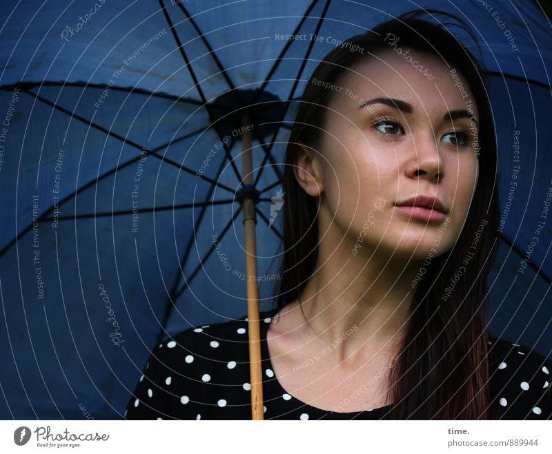 . Mensch Jugendliche schön ruhig 18-30 Jahre Erwachsene feminin Zeit träumen warten ästhetisch beobachten Kleid Sehnsucht Gelassenheit Wachsamkeit
