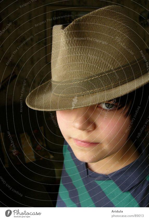 opas hut Kind Porträt Körperhaltung Blick obskur Hut Gesicht Auge Coolness Junge