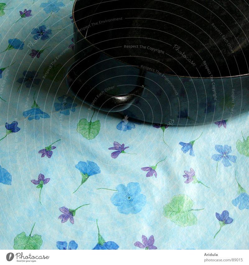 blütenregen Blume blau schwarz Blüte Tisch Küche obskur sanft Decke Topf
