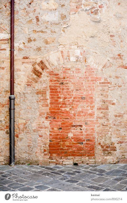 Once upon a time Stadt rot Haus Wand Mauer Stein Linie Fassade Tür Boden Dorf Ende Backstein Kopfsteinpflaster Altstadt Pflastersteine