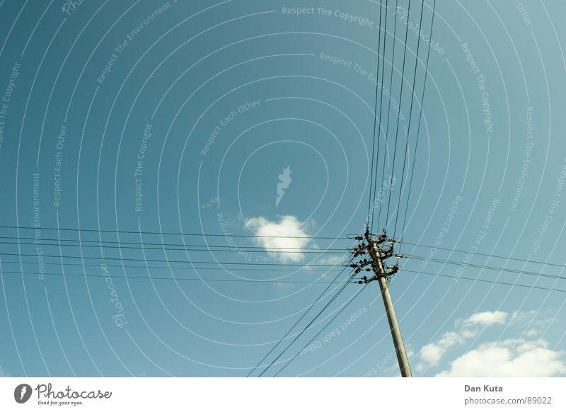 Moderne Vierteilung Himmel blau Wolken Ferne Zusammensein Elektrizität Unendlichkeit dünn Zusammenhalt leicht beweglich Mischung Verbundenheit Folter