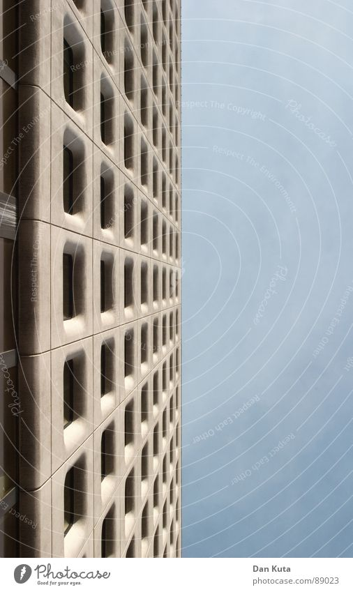 Zweigeteilte Himmelsreibe schön Fenster Glück dreckig Architektur Beton hoch verrückt Perspektive rund Dach fallen Reinigen diagonal