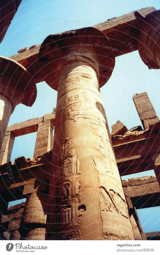 Rising high - Amun Ra, Luxor - Ägypten Himmel blau Stein Sand Kunst Niveau Afrika Verfall Denkmal Bauwerk gebrochen Wahrzeichen Säule antik Gott beige