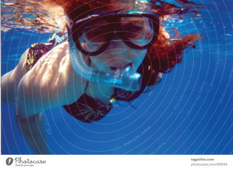 Du auch hier?! Frau Wasser Meer blau rot Sommer Ferien & Urlaub & Reisen Erholung Brille Kontakt Spiegel entdecken tief Ägypten Lichtbrechung
