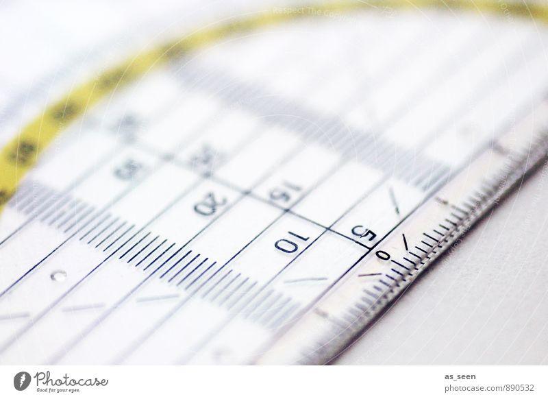Maßnehmen Lineal Geodreieck Maßband Zollstock Kunststoff Ziffern & Zahlen zeichnen authentisch eckig fest kalt Spitze gelb achtsam vernünftig fleißig