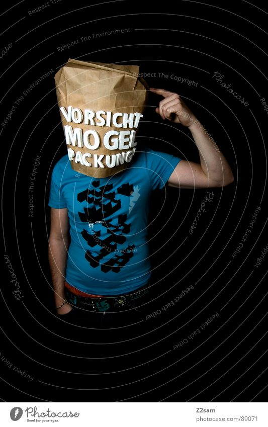 vorsicht Mogelpackung! III Mensch Mann blau schwarz Lebensmittel Kopf Vogel braun verrückt Finger kaufen stehen Buchstaben Industriefotografie Ladengeschäft Sportveranstaltung
