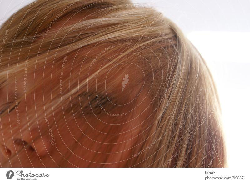 Lena 2 blond verträumt träumen Fröhlichkeit Gelassenheit Sonne dunkel blind Haarsträhne rot Jugendliche Langeweile Entertainment Haare & Frisuren