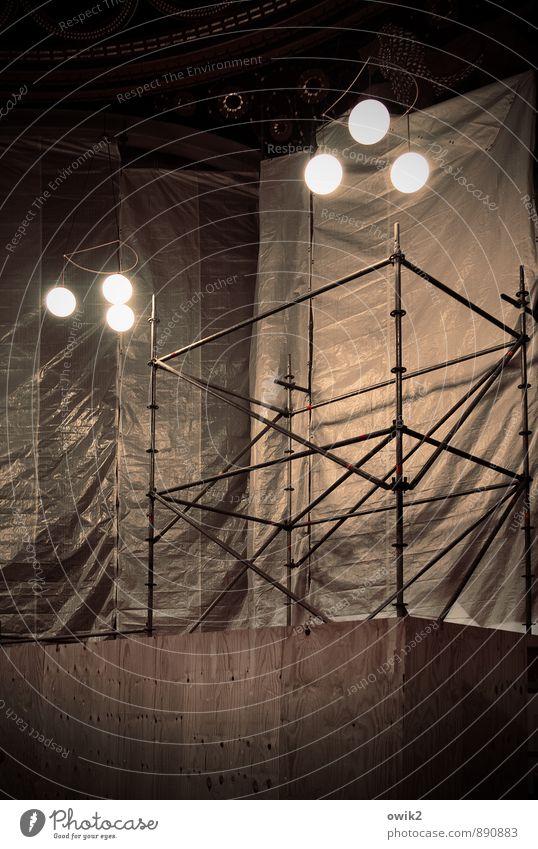 Stäbe und Lampen Görlitz Bauwerk Gebäude Synagoge Raum Sehenswürdigkeit Denkmal Holz Glas Metall Kunststoff glänzend groß hoch oben rund standhaft Erfahrung
