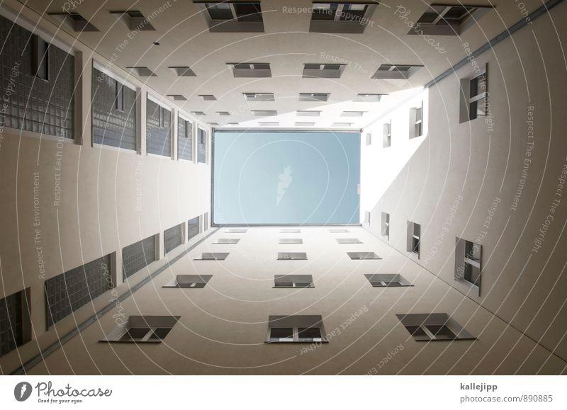 0 Stadt Haus Fassade Fenster blau Farbfoto Außenaufnahme Licht Schatten Kontrast Froschperspektive