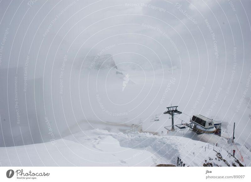 Bergstation Nebel Wolken weiß Neuschnee Tiefschnee Seite Haus Gebäude resignieren Sessel Wintersport schlechte Fernsicht Schnee Berge u. Gebirge Botta Stein