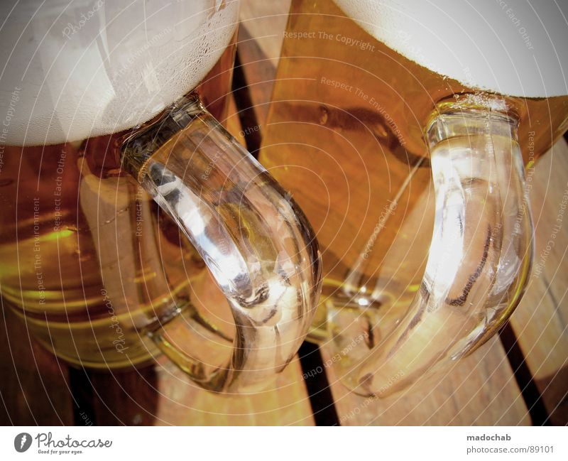 DORSCHT - Biergarten Bier Prost Alkohol Sommer Freude Ernährung Einsamkeit Erholung Holz Freundschaft warten Lebensmittel maskulin sitzen frisch Hoffnung Pause