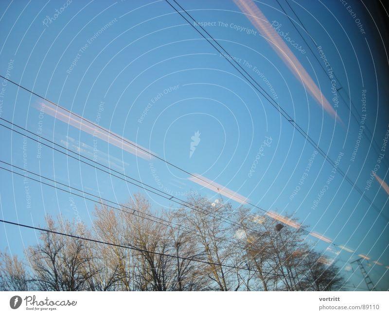 luftzug IV Eisenbahn Luft Geschwindigkeit Baum Fenster Elektrizität Licht Reflexion & Spiegelung Industrie Himmel Leitung